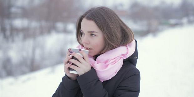 Ποιο κοινό λάθος κάνεις τον χειμώνα και γερνάει την επιδερμίδα σου