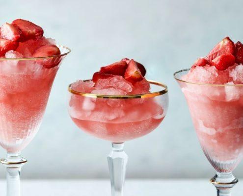 Αν λατρεύεις τα ροζέ κρασί αυτό το καλοκαιρινό cocktail είναι για σένα