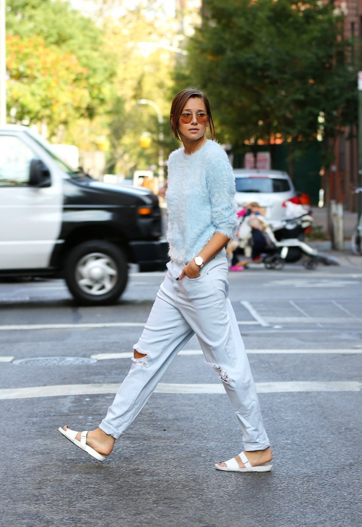 1-fluffy-sweater-with-ripped-jeans-and-slides
