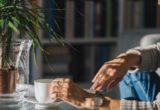 3 τρόποι να διακόψεις τις ενοχλητικές συνήθειες που επηρεάζουν τη διάθεσή σου