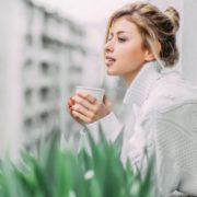 10 πράγματα που θα σε κάνουν πραγματικά χαρούμενη στο σπίτι