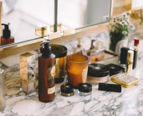 10 πράγματα που όλοι χρειάζονται στη skincare ρουτίνα τους