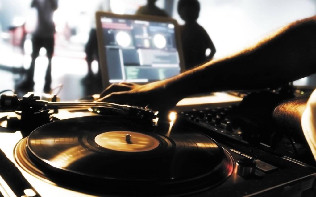 DJ: Ο ανθρώπινος ελβετικός σουγιάς Savoir Ville