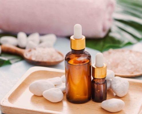 14 αιθέρια έλαια που θα σε βοηθήσουν σε οποιοδήποτε πρόβλημα αντιμετωπίζεις με το δέρμα σου