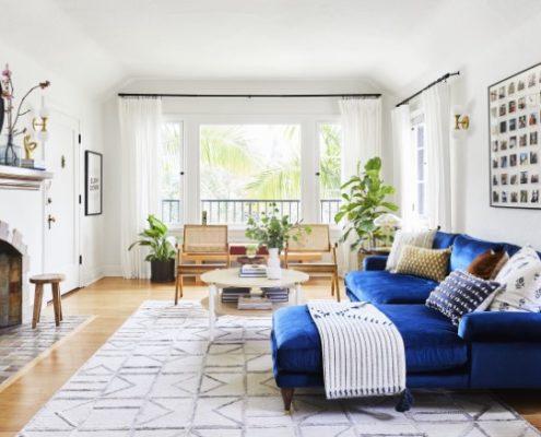 15 σαλόνια που θα σε πείσουν να αναβαθμίσεις το παιχνίδι στο σαλόνι σου με έναν χρωματιστό καναπέ