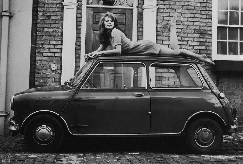 17-charlotte-rampling-1968-mini-cooper52dad54d6a841