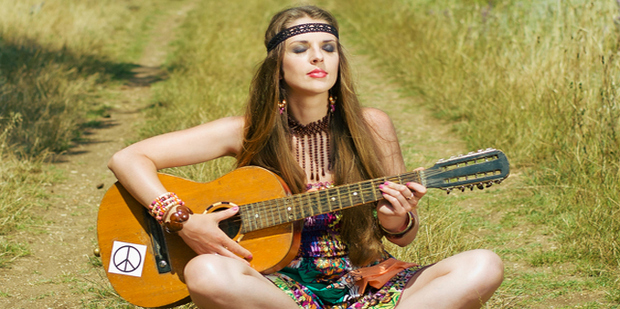 5 hippie fashion trends που επικρατούν και σήμερα
