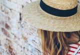Πώς να φορέσεις το ψάθινο καπέλο στην πόλη