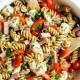 Κρύα σαλάτα με ζυμαρικά για το μεσημεριανό σου στο γραφείο