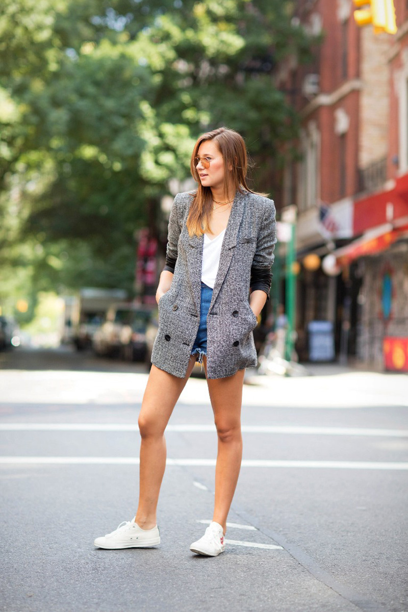 2-sneakers-with-structured-blazer-and-casual-outfit