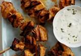 Κοτόπουλο με σάλτσα γιαουρτιού και φρέσκο δυόσμο