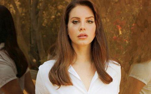 """Η ποιητική συλλογή της Lana Del Rey θα εχει τιτλο """"Violet Bent Backwards Over The Grass"""""""