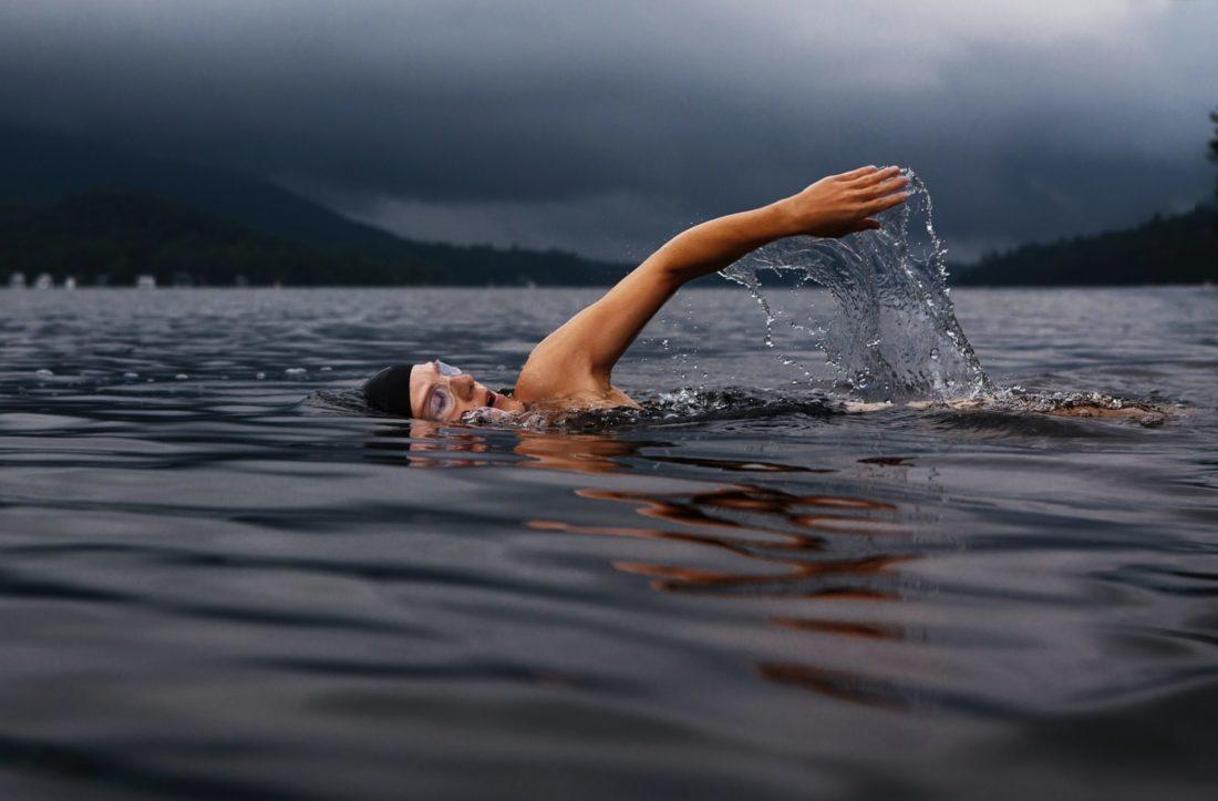 Τα οφέλη της χειμερινής κολύμβησης είναι πολλά περισσότερα από όσα φαντάζεσαι