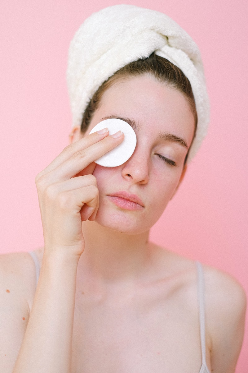 5 προϊόντα που θα αφαιρέσουν αποτελεσματικά, ακόμη και την αδιάβροχη μάσκαρά σου