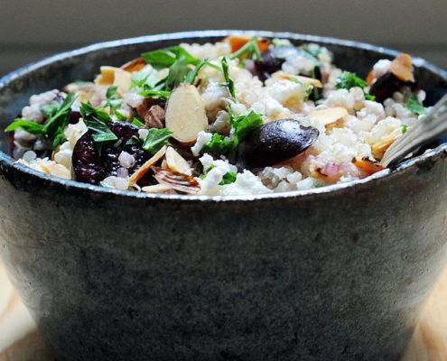 Σαλάτα με κινόα, φέτα και κεράσια για το ιδανικό καλοκαιρινό δείπνο