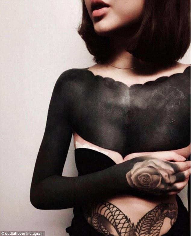 Τα blackout ink tattoos ειναι το τελευταιο trend