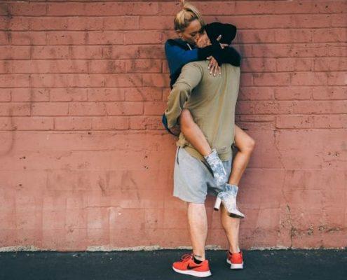 Τι σημαίνει όταν ένας τύπος που δεν έχεις ραντεβού σε φιλάει