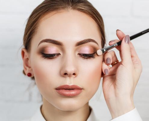 Minimal makeup looks για το γραφείο
