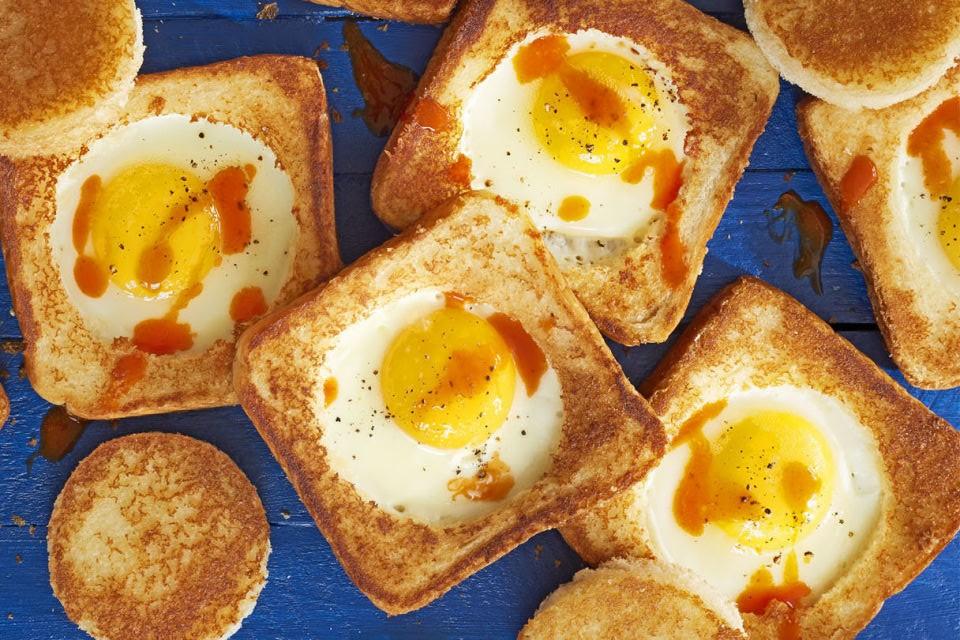 Αυγά, ψωμί, παρμεζάνα