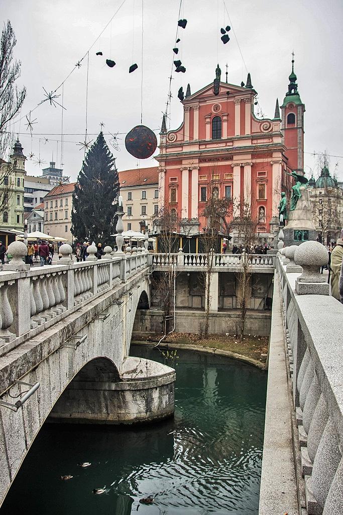 Οι 3 γέφυρες μπροστά από τη Φραγκισκανική Εκκλησία
