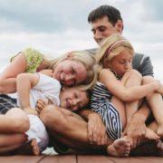 4 συμπεριφορές που φθείρουν τις σχέσεις σου με την οικογένειά σου