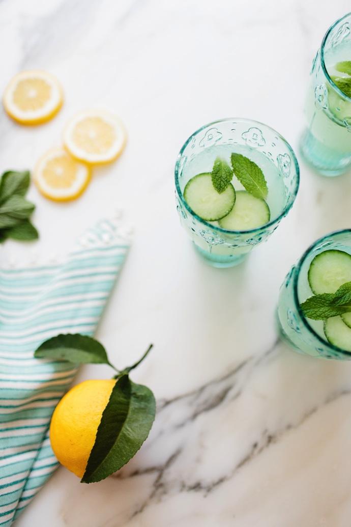 Λεμοναδα με αγγουρι και μεντα Savoir Ville