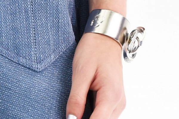 4-unexpected-ways-to-wear-metallic-nails-right-now-1687069-640x0c