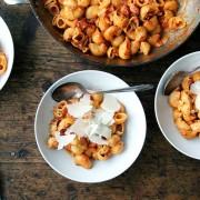 Ζυμαρικά με σάλτσα ντομάτας και άρωμα βότκα