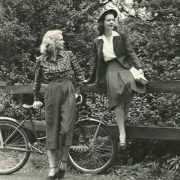 5 fashion items εμπνευσμένα από τη ντουλάπα της γιαγιάς μας