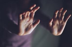 Τα σημεια που πρεπει να πιεσεις οταν εχεις καποιον πονο στο γραφειο, συμφωνα με την ρεφλεξολογο