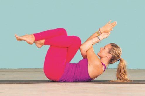 5 ασκήσεις γιόγκα για τους ώμους που μπορείς να κάνεις ακόμα και καθισμένη στο γραφείο σου