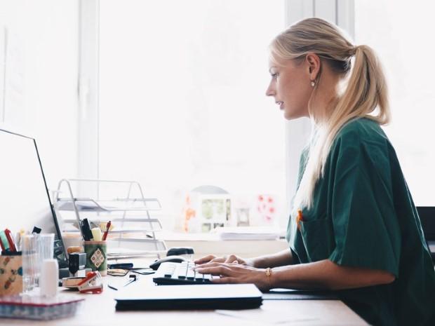 5 καθημερινές συνήθειες που επιβαρύνουν τη σπονδυλική σου στήλη