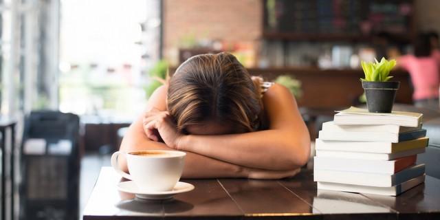 5 πράγματα που συμβαίνουν στο σώμα μας όταν δεν κοιμόμαστε αρκετά