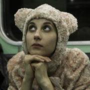 5 ταινίες για αυτές που θέλουν να αποφύγουν τα αποκριάτικα πάρτυ featured