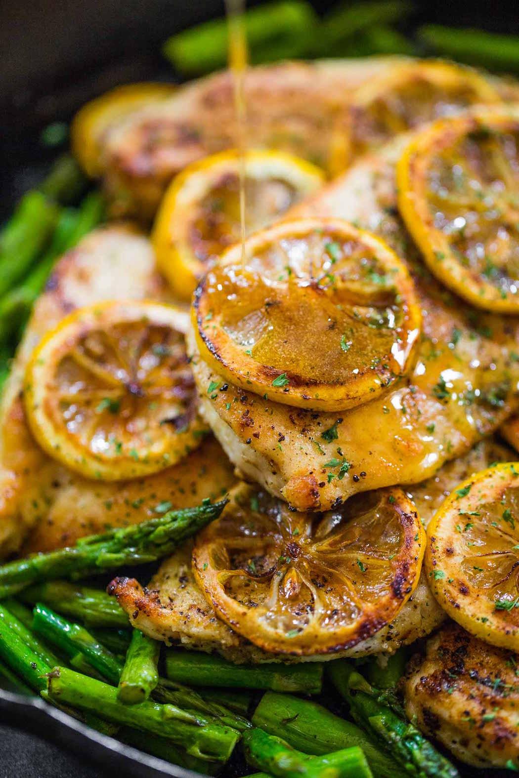 Κοτόπουλο με λεμόνι και σπαράγγια