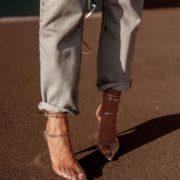 """Το κόλπο για να μη σε """"χτυπήσουν"""" τα καινούργια σου παπούτσια"""