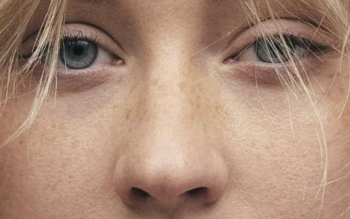 Η Christina Aguilera φωτογραφίζεται #nomakeup για το Paper Magazine