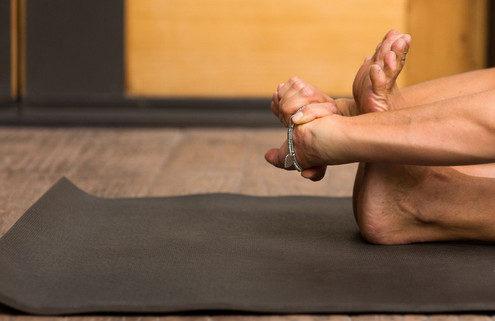 6 εύκολοι τρόποι να εντάξεις το stretching στην καθημερινότητά σου