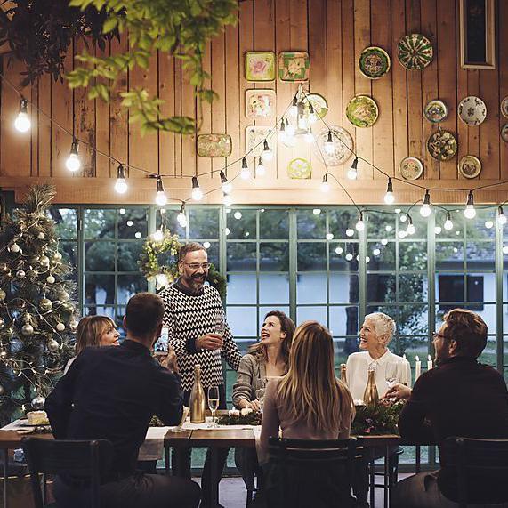 6 συμβουλές για να διαχειριστείς τις αδιάκριτες ερωτήσεις στα οικογενειακά τραπέζια των γιορτών