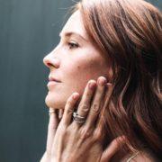6 συμπτώματα του ευαίσθητου δέρματος που θα αλλάξουν τη ρουτίνα περιποίησής σου