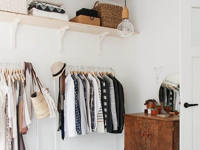 7 απλοί τρόποι να οργανώσεις τη ντουλάπα σου