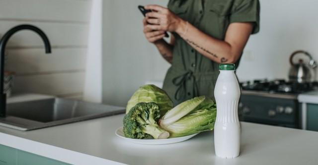 7 πεντανόστιμες συνταγές που θα κάνουν το κεφίρ να αποκτήσει μία μόνιμη θέση στο ψυγείο σου