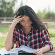 7 πράγματα που προσπαθεί να σου πει ο πρωινός σου πονοκέφαλος