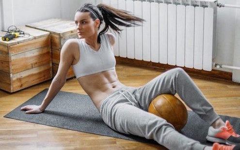 7 mini workouts για να κάνεις στο σπίτι χωρίς ενοχές