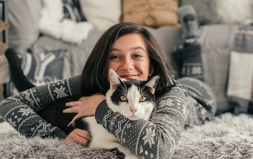 8 σημάδια ότι η γάτα σου σε αγαπάει