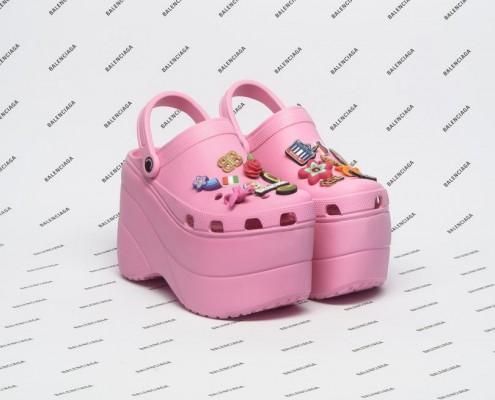 Εσύ θα φορούσες τα νέα Crocs του οίκου Balenciaga;