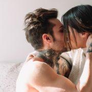 9 στιγμές σε μια σχέση που είναι σημαντικότερες από το πρώτο φιλί