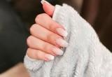 Η νέα τάση του French Manicure είναι τέλεια για μικρή βάση νυχιών