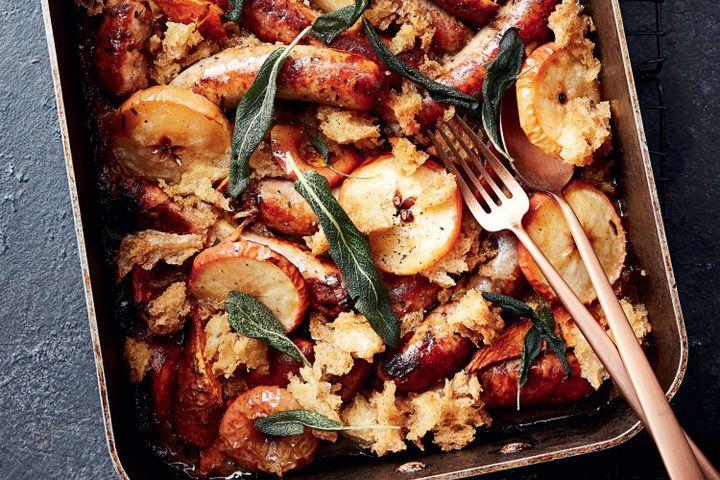 Aυτό το πιάτο με λουκάνικα, μήλα και λαχανικά είναι το τέλειο βραδινό