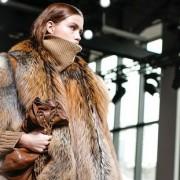 Είναι αυτό το τέλος της χρήσης αληθινής γούνας στη βιομηχανία της μόδας;